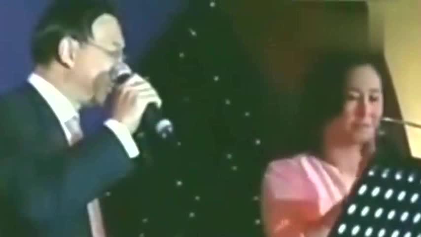 何鸿燊继承人何超琼歌唱画面曝光,声音宛如仙乐,难怪赌王偏爱!
