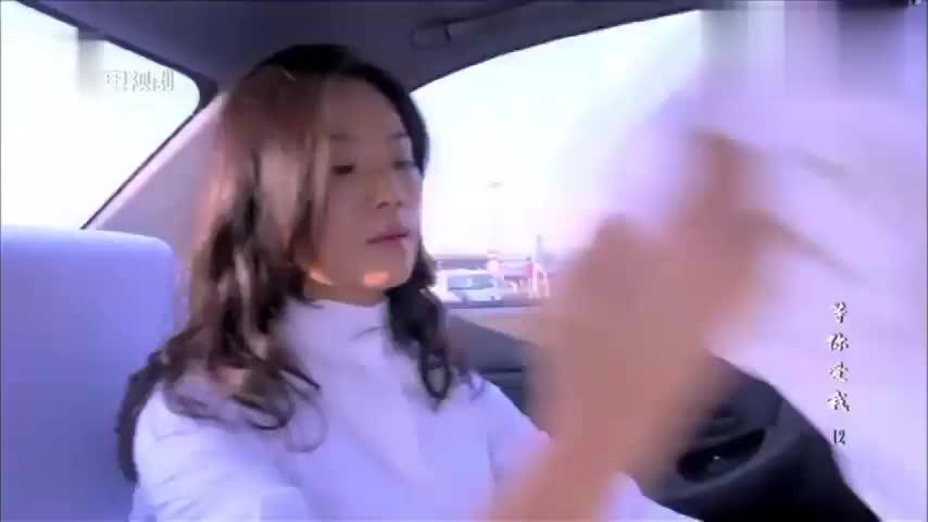 农村姑娘赶时间,在出租车上直接换装,瞬间丑小鸭变成白天鹅!