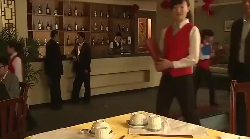 酒店的饭菜漫天要价,怎料撞上工商局的领导,下秒直接被查封!