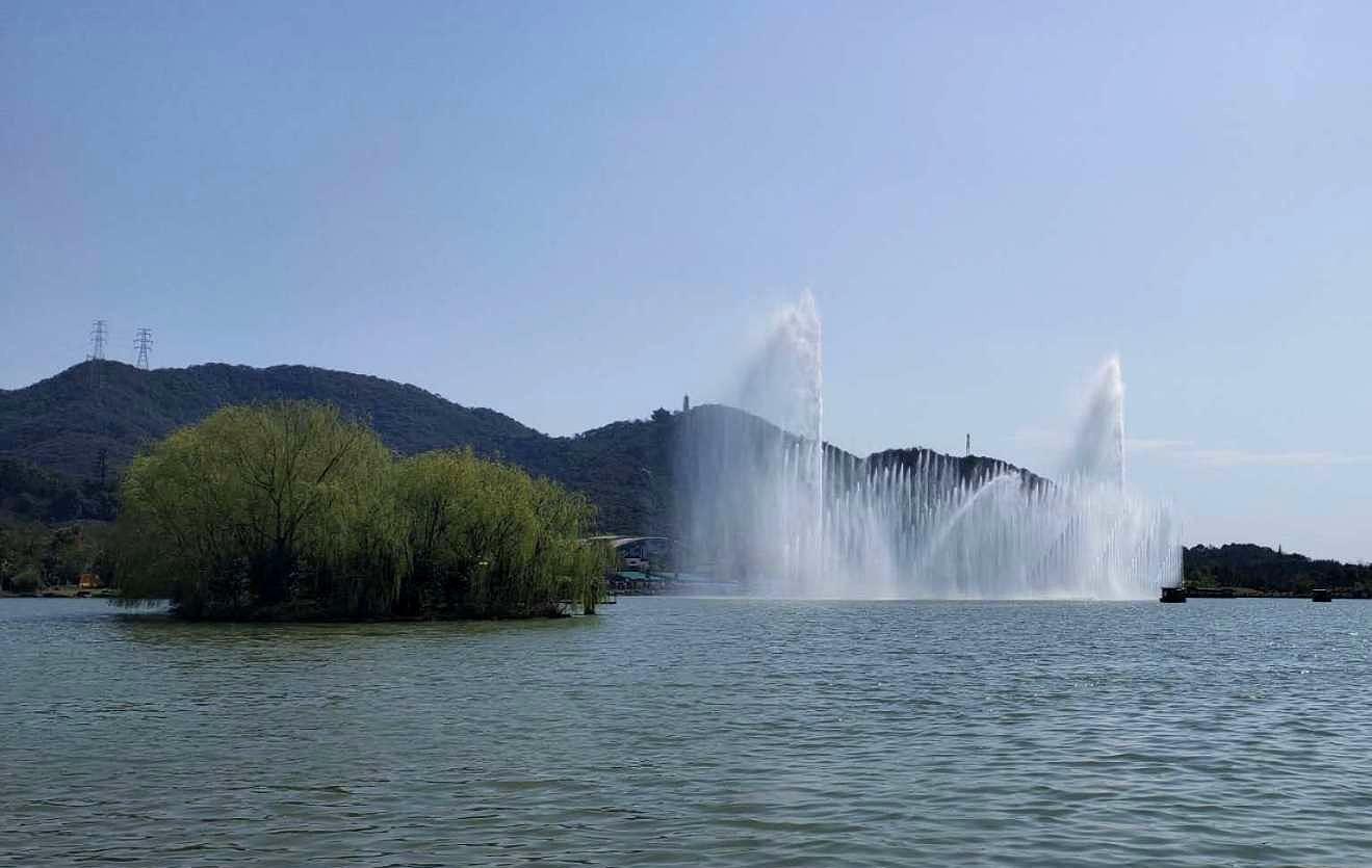 杭州湘湖里欣赏最美的春天最美的景,人在画中,如痴如醉