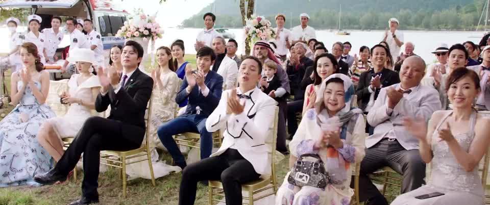 一个新娘和两个新郎的婚礼,神父都说不下去了,结局太爽了!