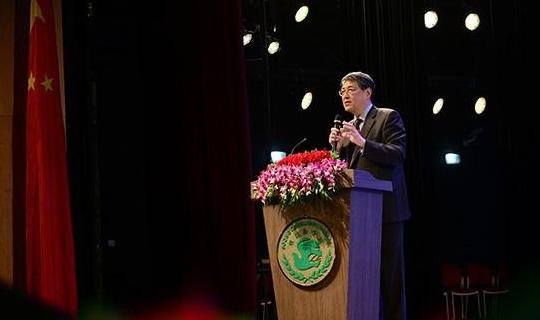 """上海纽约大学校长俞立中与宋庆龄学校高中生对话""""未来教育"""""""