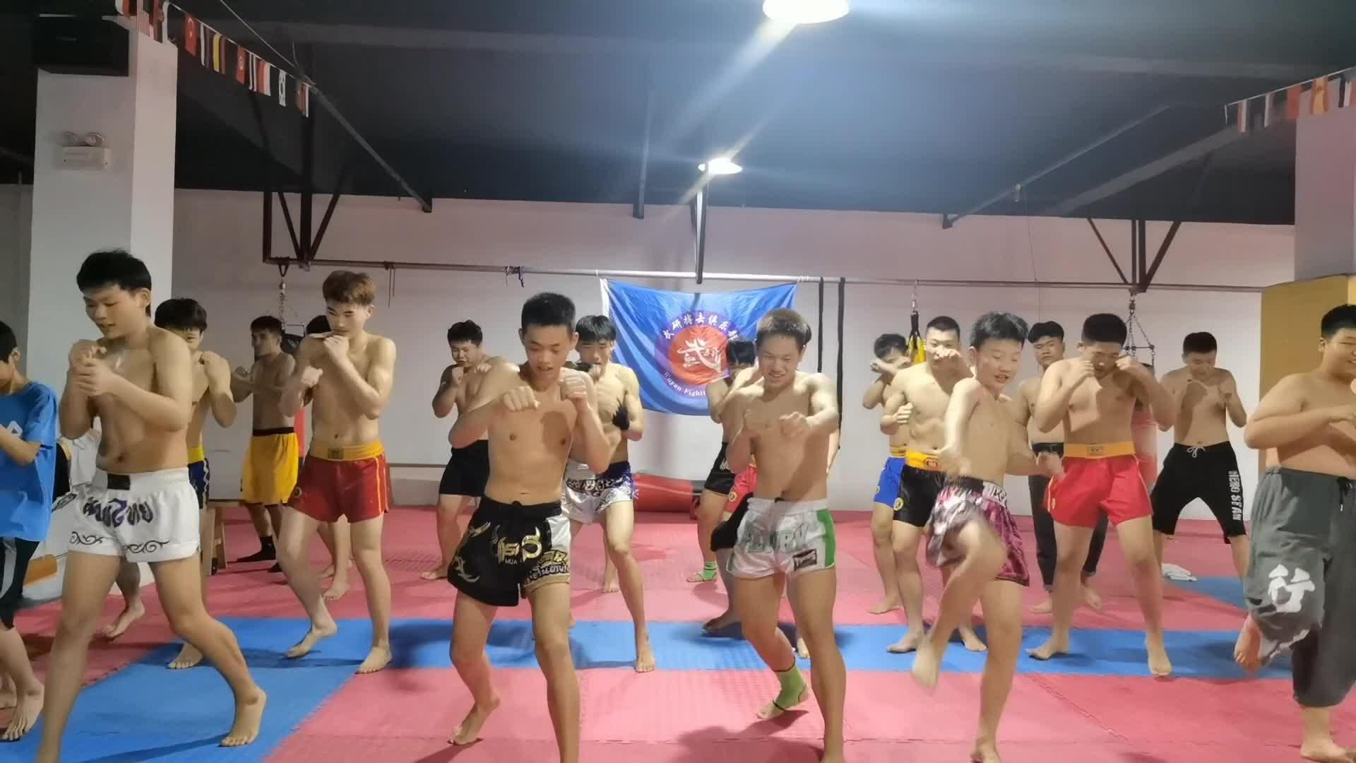 探访安徽武研搏击俱乐部,与少年队员零距离交流,寻搏击运动魅力