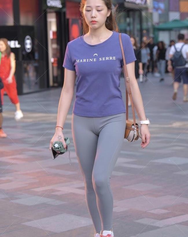 紫色配灰色温柔又经典,红色鞋带也太辣眼睛,满满的运动范儿