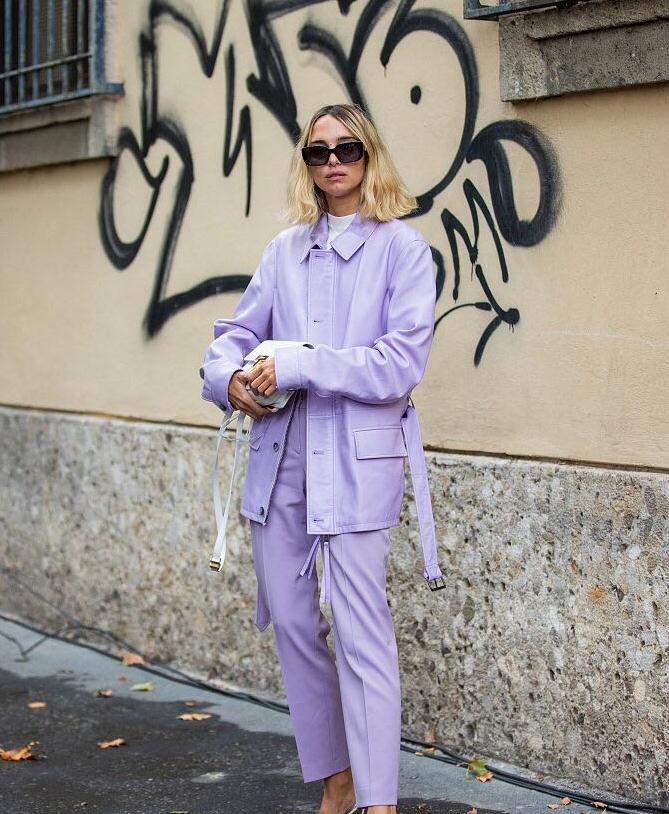米兰时装周街拍大盘点,紫色调最醒目,出镜率偏高