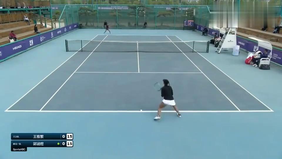 回顾网球女团半决赛:首局开战王雅繁就展开强力攻势夺得开门红