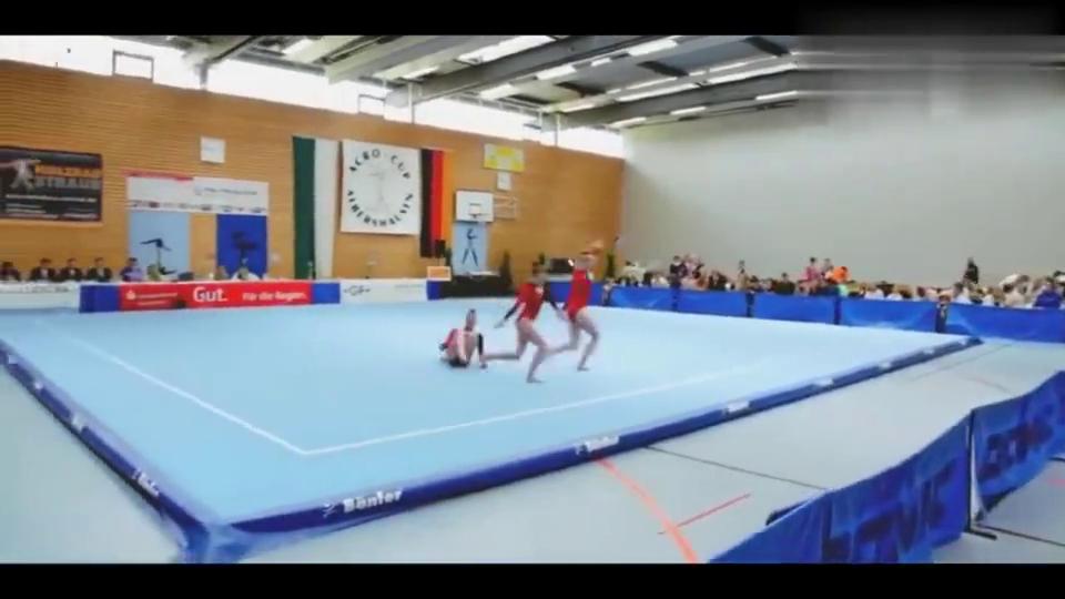 3位俄罗斯小姐姐杂技体操,高难度动作劈叉,动作太优美了!
