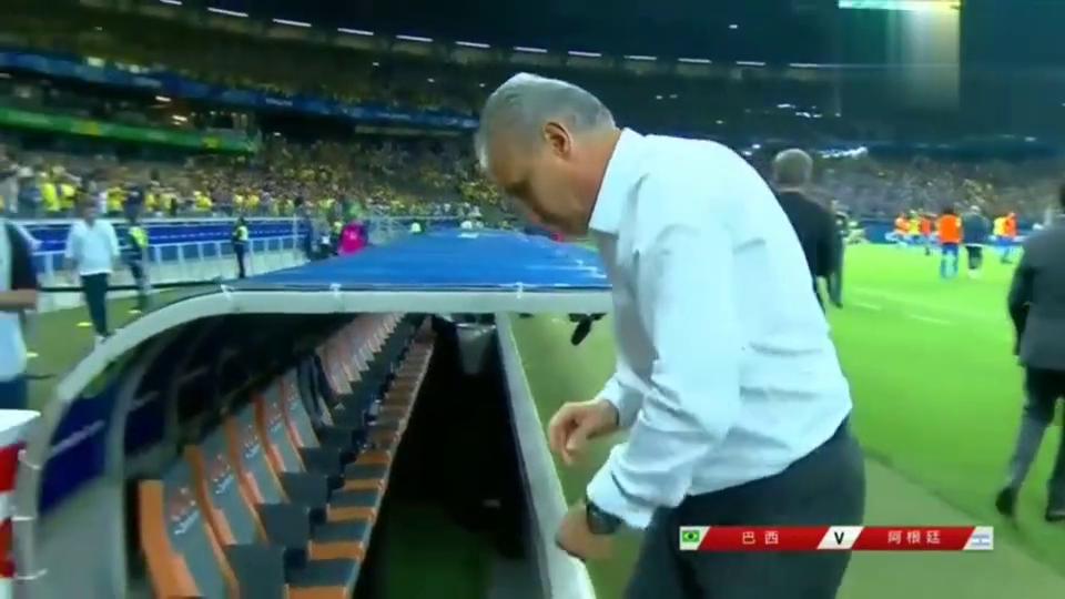 巴西2-0阿根廷晋级决赛,阿利松拥抱庆祝,梅西黯然神伤队友痛哭