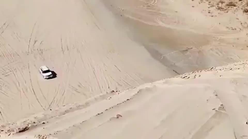 沙漠越野风险极大,比起阿拉善沙漠,眼前的景象根本不算什么!