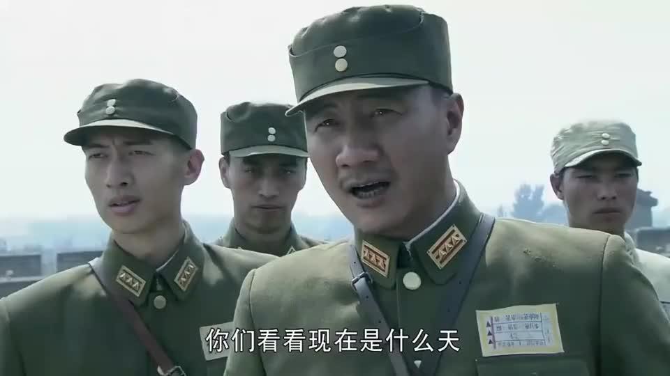 孤军英雄:小日本大热天还穿雨衣,男子发现不对劲,立马下令开炮
