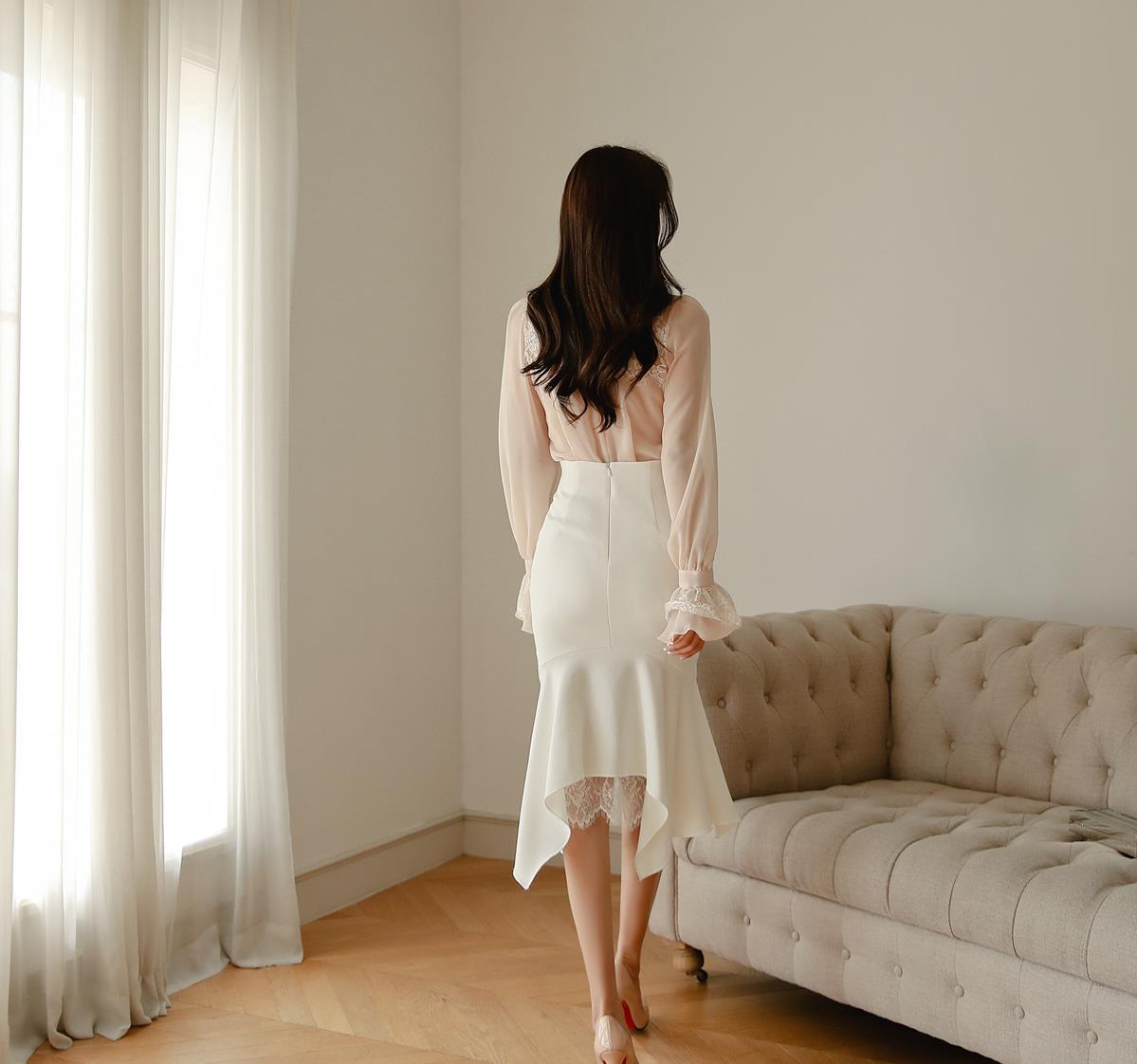 孙允珠高清美图:真丝凤凰雕纹透丽及膝裙写真