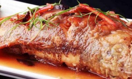 美食优选:蒜茸韭菜蛏子,红烧鲈鱼,红烧土豆片,豆腐塞的做法