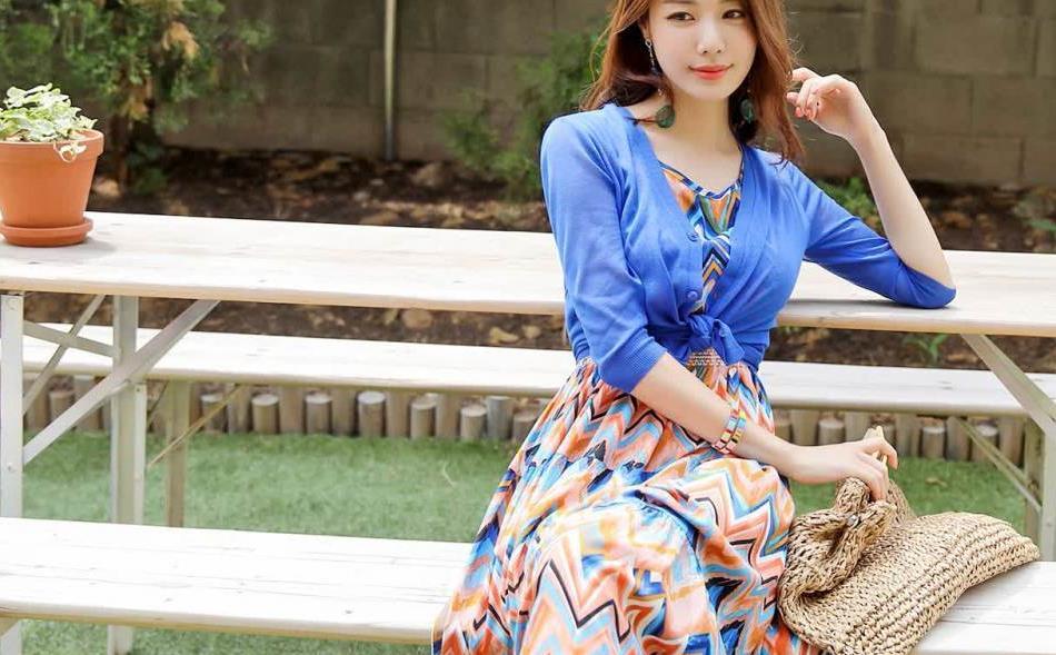 非常艳丽的色彩两件套连衣裙子,颜色丰富夏天穿也不觉得单调