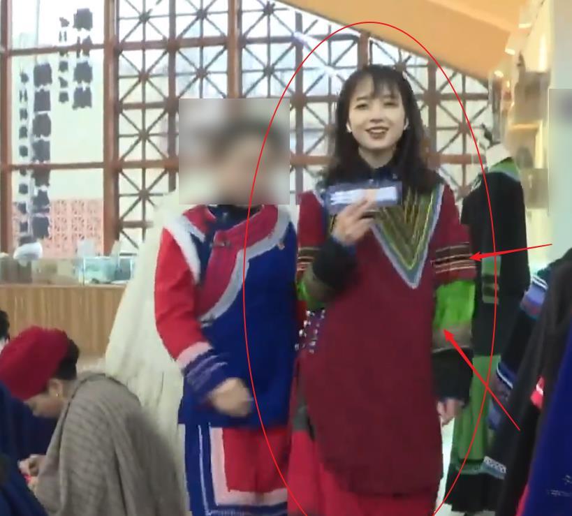 央视王冰冰再上热搜!当她换上彝族服装,颜值绝对不输女明星!