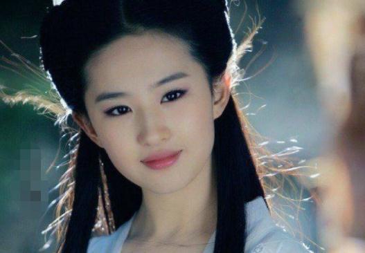 刘亦菲妈妈到底多年轻?比女儿还有气质,和舒畅同框就像是同龄人