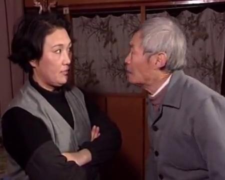 上海故事第1集中:老教师一个字就能在九十年代卖200元