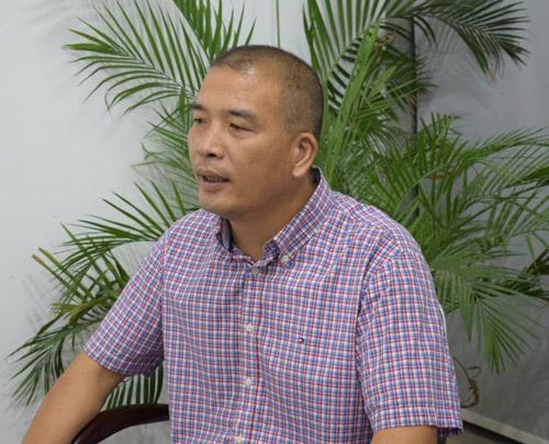 龙岗市的一名导游被调查 他曾因其独裁风
