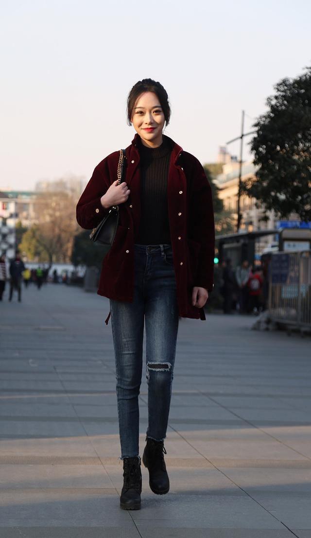 街拍:身材修长的美女,时尚的穿衣风格,彰显气质与魅力!