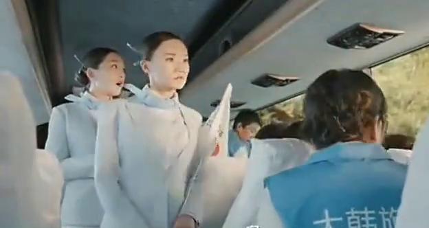 赴韩旅游团客车, 半路上被巨龙袭击