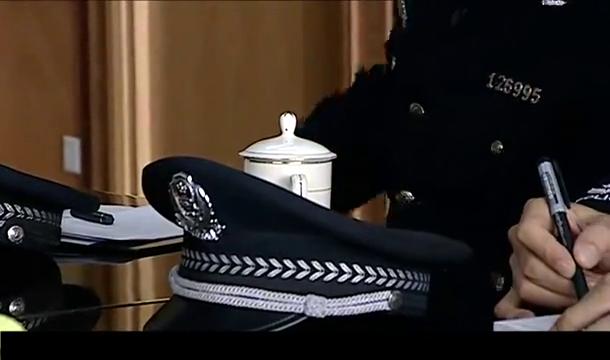 """警中英雄:书记收到""""敲警钟""""举报信,立马给公安局长下令严办"""