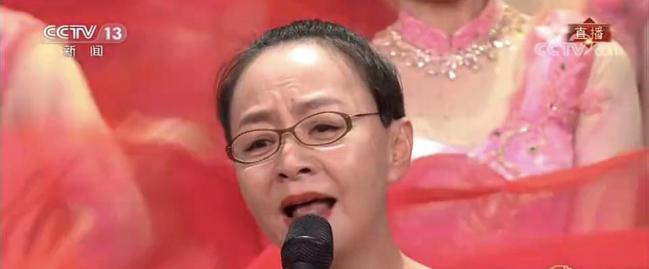 春晚口红色号又火了!佟丽娅砖红色惊艳,宋丹丹番茄红美过女明星