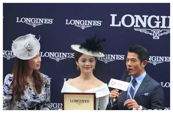 对马绝对真爱!天王郭富城、曾志伟双双戴口罩现身赛马场助阵爱驹