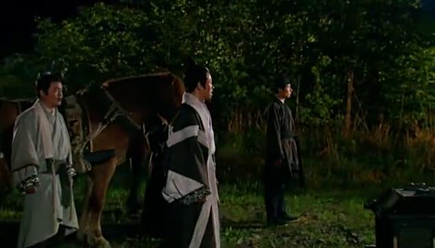 王的女人:玉儿躲着看父亲做这种交易,不料被发现,命都差点没了