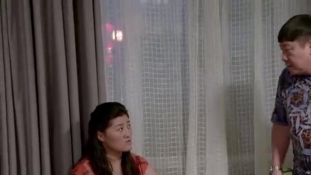 乡村爱情:刘总打电话给李副总,买刮胡刀被王云知道,宋晓峰说的