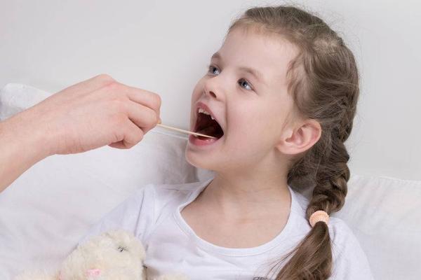 急性喉炎来势汹汹,提醒:发现这3个信号及早就医,避免病情加重