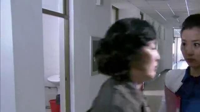 老总妻子去找丈夫告密,刚进办公室就被警察给强制逮走了