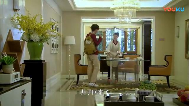 因为林永健回到自己公司上班,金巧巧回家做了一桌好菜给儿子吃