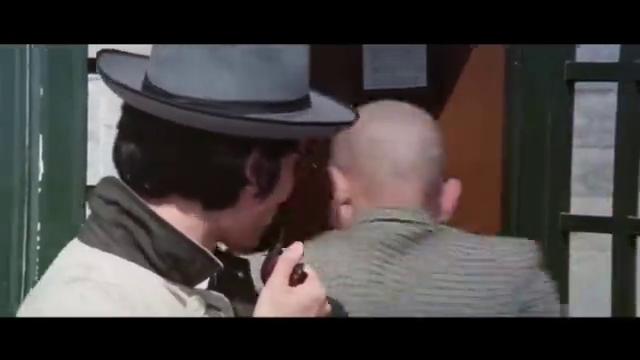 光头佬本想报警 谁知巧遇FBI 谁知道等来的却是青山精神病院医生
