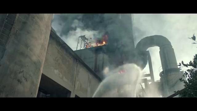 《火海营救》工厂一氧化碳泄漏,发生爆炸消防员营救险被大火吞没