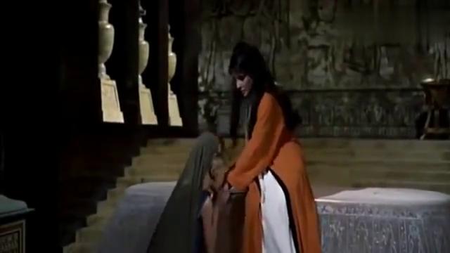 埃及战败,艳后用毒蛇噬身,一代绝世佳人从此香消玉殒!