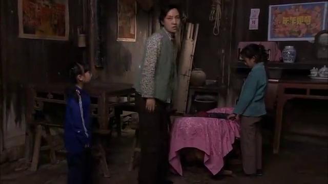 古村女人:奶奶和爹都出去了,孩子:我娘呢,菊兰没法回答这问题