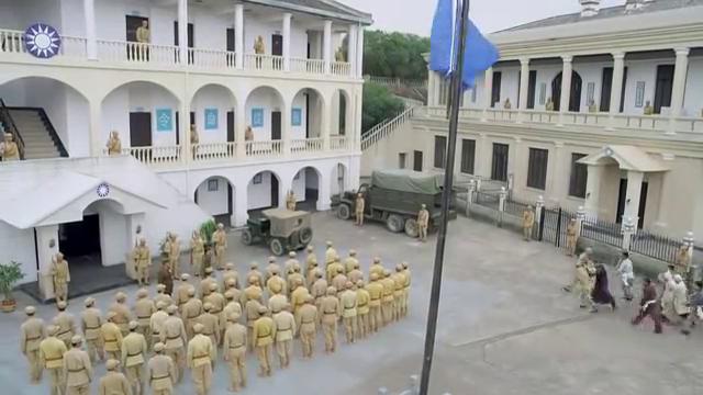 伏击:军队新兵误杀村民,遭到严重责罚,村长下跪哀求长官收手