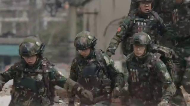 特种兵之霹雳火:解放军成功到达地震灾区,受灾群众有了生还希望