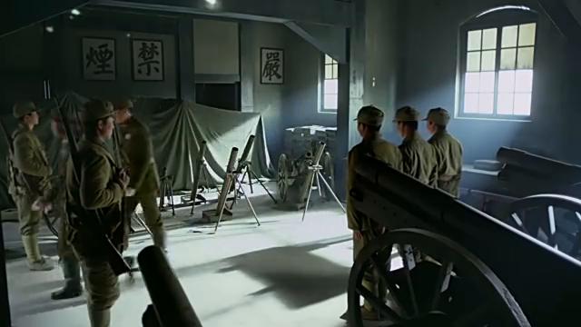 炮兵团长不满师长这个决定,想要越级请令,结果让师长这样施压
