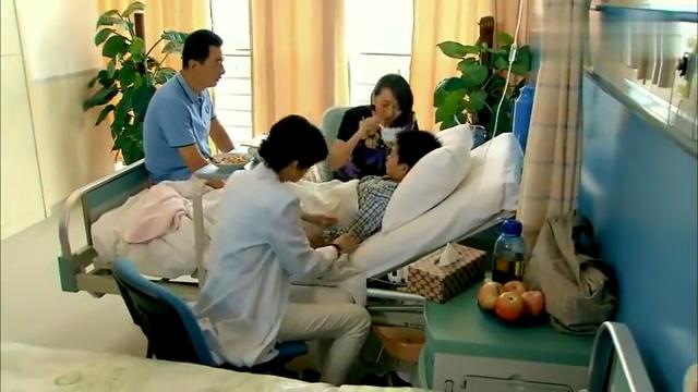 儿子白血病接受化疗,难受得吃一口饭就吐一口,家人瞬间崩溃了!