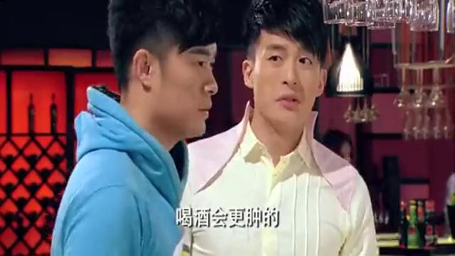 爱情公寓:曾小贤还是关心胡一菲的,不然怎么会去给一菲买红花油