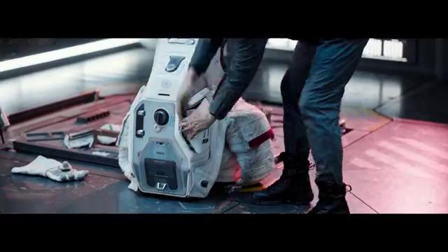 机器人想阻止吴京计划,谁料他掏出伏特加,一把火把太空站烧掉