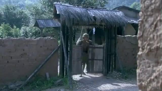 丈夫从外面回家,发现鬼子欺负妻子,一气之下用弓箭杀鬼子