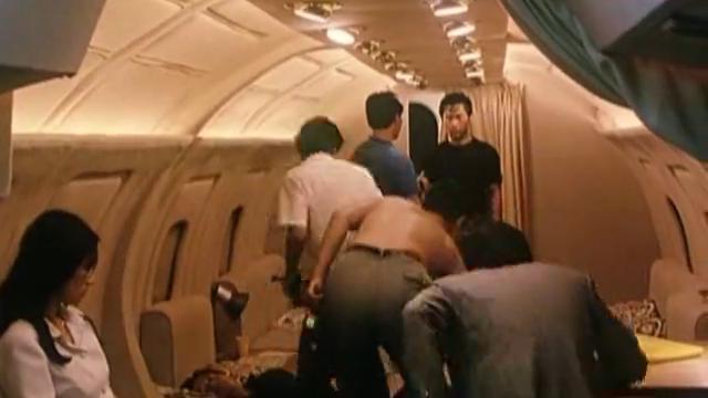 《代号美洲豹》约定时间到,悍匪葛大爷准备炸毁飞机