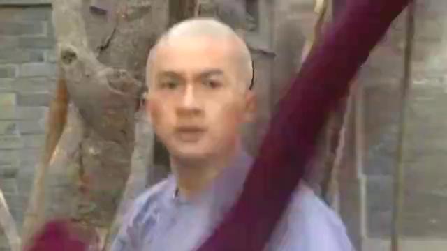 还珠格格:小燕子不相信李德胜的话,萧剑将他踢到了染缸里