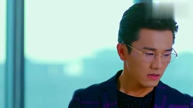 决对争锋:顾青裴回到办公室没有看到原炀,这摸眼镜的样子好帅