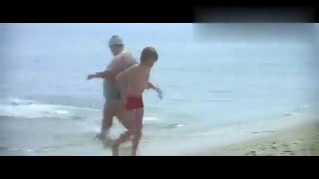 影视:美国国庆日,众人海边嬉戏,却不知道危险正悄悄靠近