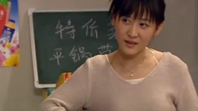 《追着幸福跑》:郭德纲穿裙子是什么意思?看着也太逗了吧!