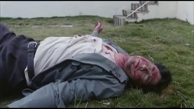 王敏德与警察争执时,却把警察推下楼,导致死亡