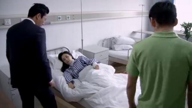 公婆把儿媳打到骨裂住院,丈夫赶来还问她怎么了,妻子开口:离婚
