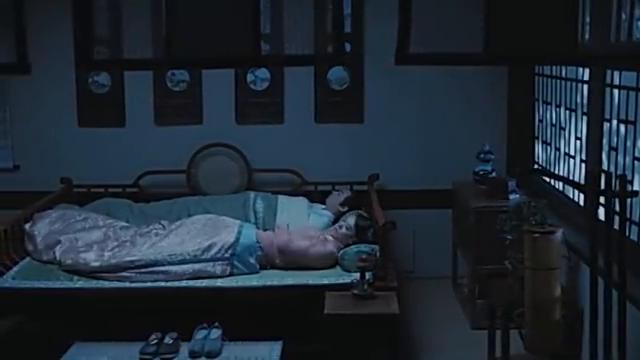一股黑气进入了许仙姐姐的体内,梦到白素贞成了蛇妖
